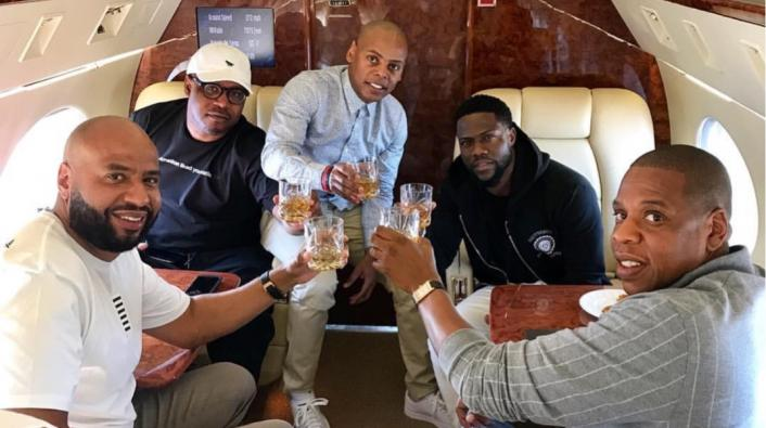 Jay Z and Kevin Hart Kick Back on Private Jet Before Game ...